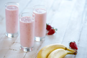 BANANA-STRAWBERRY-SMOOTHIE-2-GLASSES